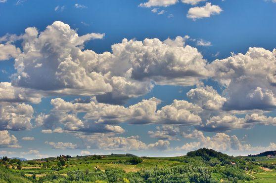 800px-Colline_del_Monferrato_HDR_2012